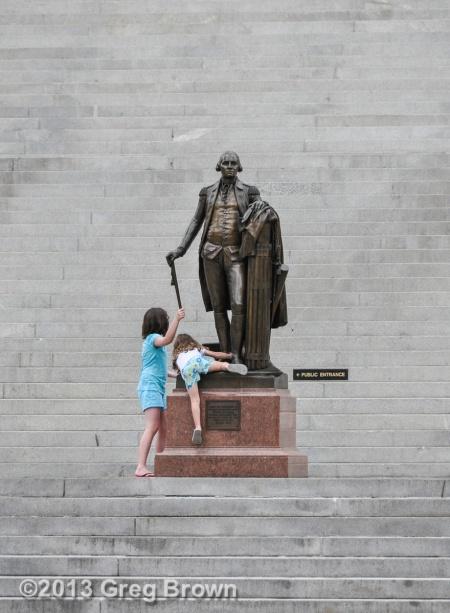 KidsClimbGeoWashingtonStatueSCcapitol_1919eSmw1200